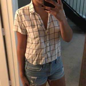 Plaid white and black cropped blouse